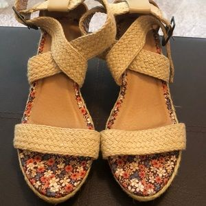 Straps wedge shoes